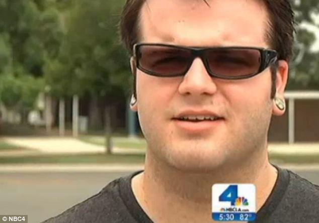 受害男学生Michael Cooper说,两人的关系从2012年他16岁时展开,维持了将近一年。