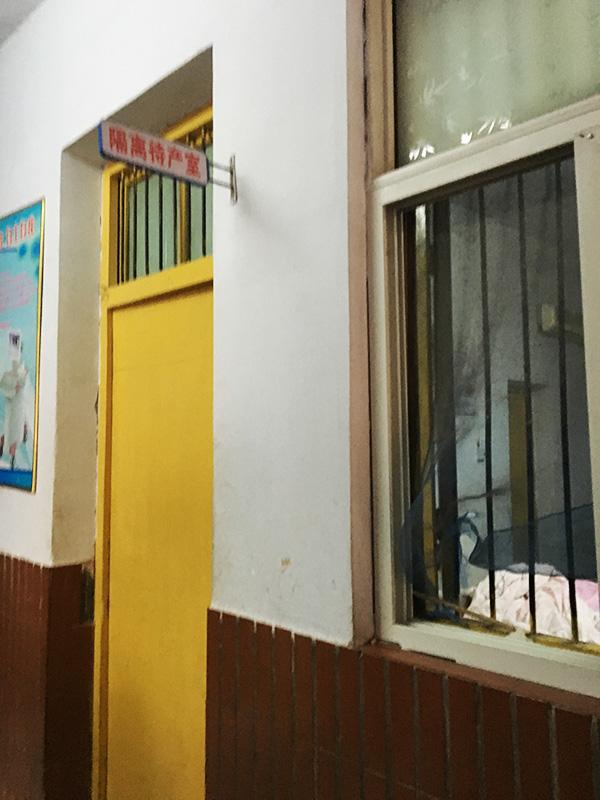 事发时,病房房门曾被反锁。