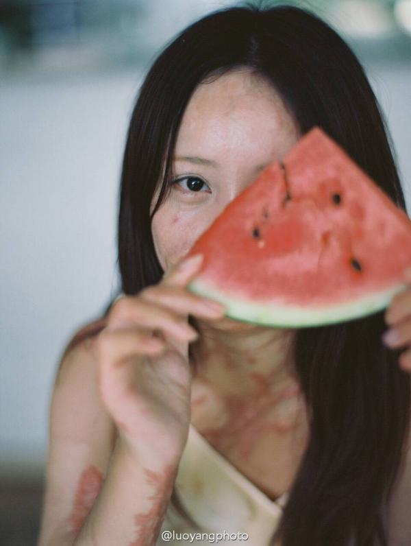 摄影师罗洋在微博上发布的周岩肖像。 罗洋 图