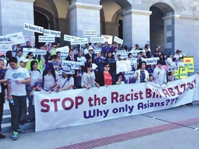 10日,加利福尼亚州,美国华裔在州议会大楼前抗议AB1726提案。