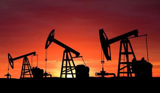 原油生产国的地方冲突逐渐解冻,可能比冻产协议更能使油市恢复再平衡,毕竟如今各产油国的产量都在记录高点,而冻产协议的达成则很可能让原油产量一直维持在纪录高点。另外,鉴于美国原油钻井数量自5月份以来增加了28%,如果冻产协议成功达成并支持了油价进一步上涨,则会给美国页岩油大幅增产的机会。届时,油价还能否维持这个高度还是个未知数。