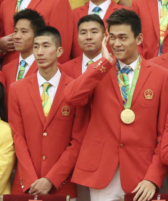 这是参加会见的运动员赵帅(前左)和孙杨(前右)。新华社记者兰红光摄