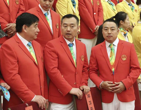 这是参加会见的教练员王义夫、孔令辉和刘国梁(前排从左至右)。新华社记者兰红光摄