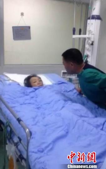 至今还躺在重症病房的陈小英 家属供图 摄