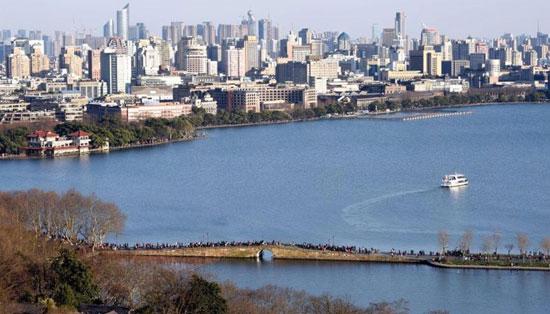 """为迎接G20峰会,杭州市进行大规模城市""""美容""""工作(图片来自网络截图)"""