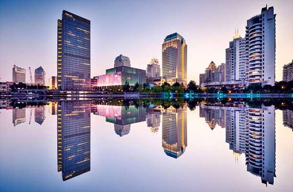 """国际在线专稿:据俄罗斯卫星网8月26日报道,俄罗斯专家认为,中国将在G20峰会向国际社会展示世界经济可持续发展的新模式,根据该模式世界经济发展将依靠包括""""一带一路""""倡议在内的开放一体化项目。"""