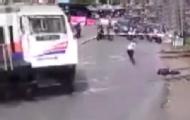 印尼男子卧轨巡警狂奔救人