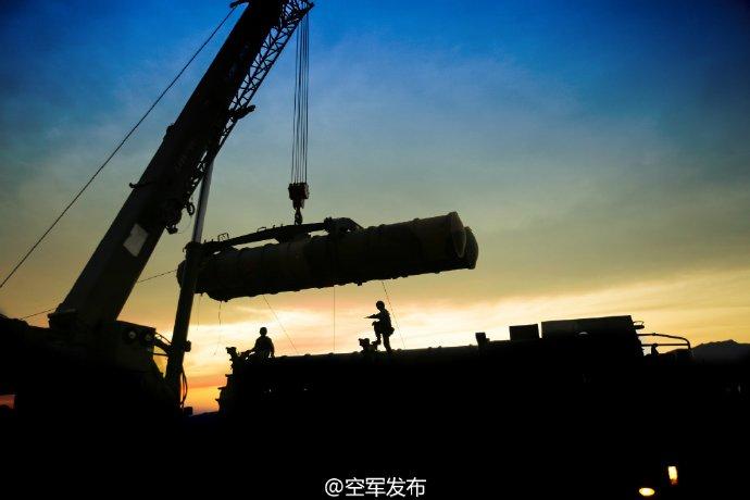 中国空军新闻发言人申进科大校8月28日在空军 英雄营 表示:开创世界上首次使用地空导弹击落敌机先例的 英雄营 ,装备中国自主研发的第三代地空导弹后,已经形成作战能力。目前,空军地面防空兵在创新驱动发展中形成了远中近程、高中低空相结合的作战体系,信息化条件下防空反导能力全面提升,构筑起捍卫国家空天安全的蓝天盾牌。