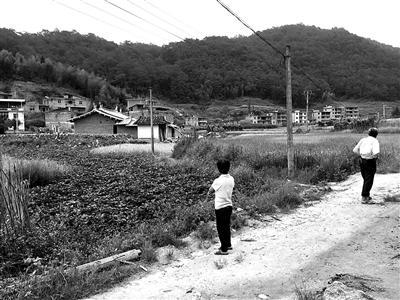 郑贤聪的父母不愿面对外人,他们是普通农民,不知道该怎么处理儿子的事