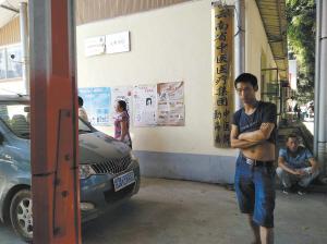 李小斌家人25日来到勐海县中医病院洽谈关联事件都会时报记者 何惠子