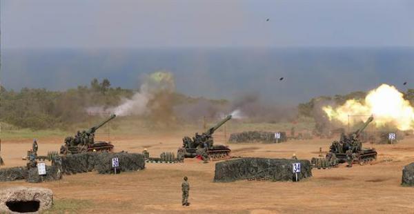 """台军""""汉光""""演习中设立在滩头附近的炮兵阵地"""