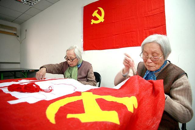 《绣党旗、送祝福》
