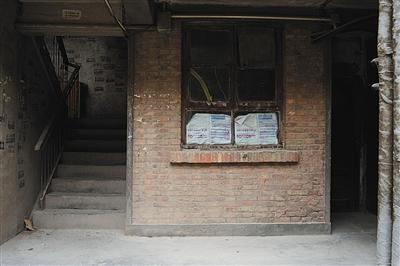 8月29日,白银市白银棉纺厂家属楼3号楼一层的一个小居室。2006年至2012年,白银连环强奸杀人案的犯罪嫌疑人高承勇曾经租住在这里。在此生活期间,高承勇经常和周围邻居打麻将。新京报记者 吴江 摄