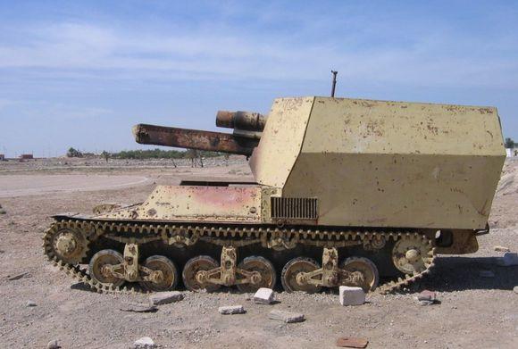 的法国洛林系列自行火炮,貌似被击毁了,这是洛林37L的底盘,