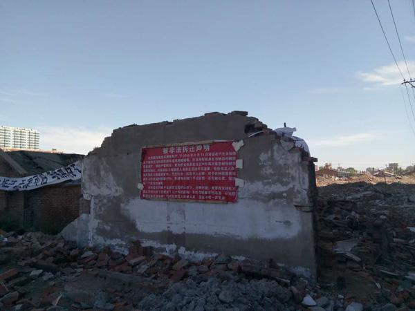 双城区东北隅棚户区一非文物民居遭强拆。