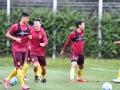 视频-中国男足首尔首练 外场无封闭媒体众多