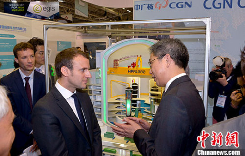 法国经济部长辞职 意在参加总统大选(图)