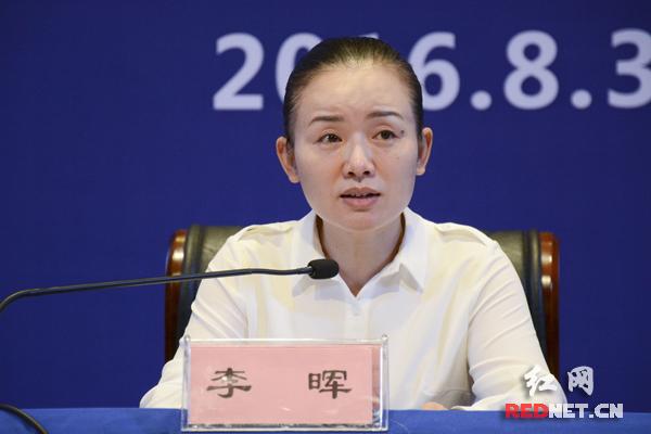 """湖南省文化厅厅长李晖:""""下一步将在全国范围内推广这20支'我们都来跳'社会主义核心价值观原创广场舞。"""""""