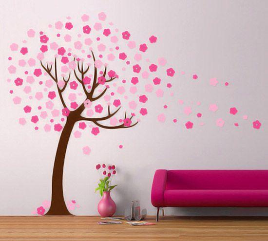 看这一树粉嫩的樱花,风轻轻一吹,花瓣随之飘落远方~好一幅浪漫景象,似乎能够听到恋人在树下的轻声私语。