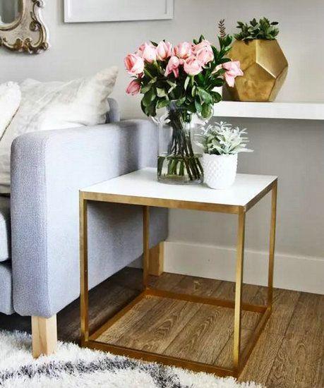近几年,在家具摆设中融入少量金属色成为了流行趋势,均匀地喷上金漆,晾干后立刻质感大提升!可以用在家具的支架部分,也可以用在台灯的外壳或灯罩内部,除此以外还能用在花瓶等摆设上。