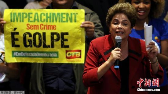 材料图:本地时刻2016年8月23日,巴西圣保罗,巴西遭复职总统罗塞夫列席民主静止集会,与大众交互。