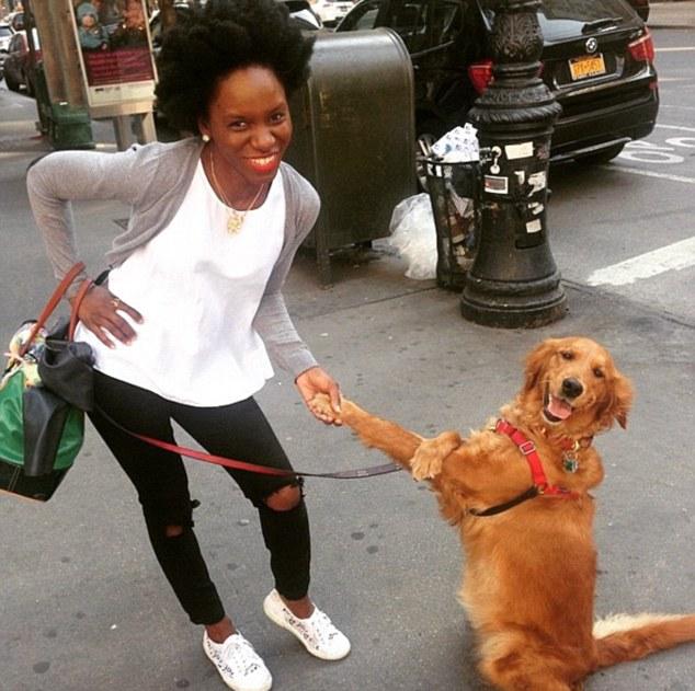 据英国《逐日邮报》8月30日报导,一条名叫鲁布蒂娜(Louboutina)的金毛猎犬成了美国纽约陌头的大红狗,由于它一言分歧就抱路人大腿。驰名相片共享网站Instagram上到处可见它和粉丝们的合照,乃至一些本国旅客慕名返回与这条网红汪合影。
