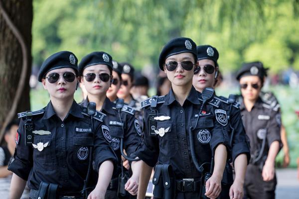 正在巡逻的队员。图片来源 视觉中国