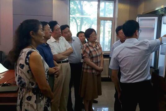 据了解,此次专家鉴定会由中国轻工业联合会组织,中国工程院院士孙宝国教授为鉴定委员会主任。会议现场,以孙宝国院士为首的7位来自制冷领域的权威专家一致认为:该项目技术水平达到了同类产品国际领先水平,产品已批量生产并投放市场,取得了良好的经济和社会效益,建议进一步扩大产能。