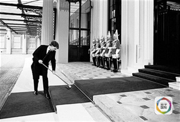英女王招家政:住白金汉宫,享33天年假!