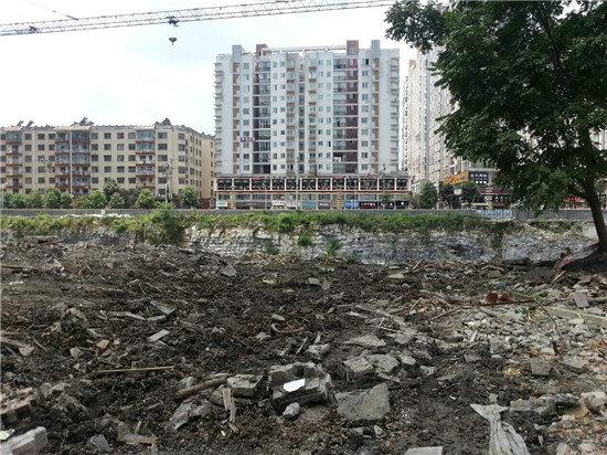 原文配图:龙家民居遭到彻底毁坏。