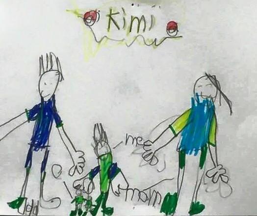 林志颖大儿子Kimi画全家福 帅气守护双胞胎弟弟