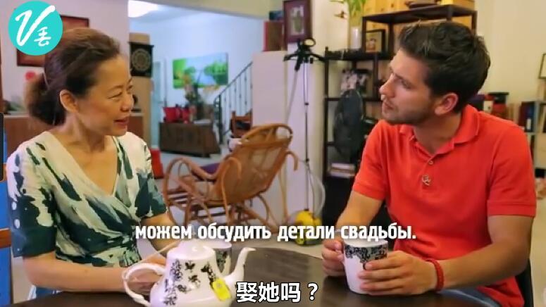 乌克兰旅游节目来深圳 200元买组装手机惊呆主持人