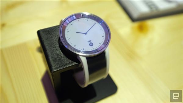 索尼发布新款墨水屏手表FES Watch U:连表带上都是屏幕