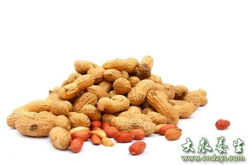 花生富含泛酸可提高记忆力。泛酸(维生素B5),搭配蛋黄、大豆所含的卵磷脂一同摄取,能提高记忆力。牡蛎、动物肝富含的尼克酸(维生素B3)也有改善记忆力的作用。富含泛酸的食材有酵母、花生、豆腐、大葱、韭菜、西兰花等。