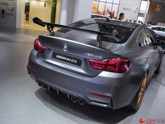 人民网成都9月2日电(鄂智超)在刚刚开幕的2016成都国际车展上,宝马M4 GTS正式宣布上市,售199万元。该车为宝马M4的顶级限量版本,全球将限量发售700台。目前该车已经在国外市场被订购一空,本次中国市场发售的为预留配额。