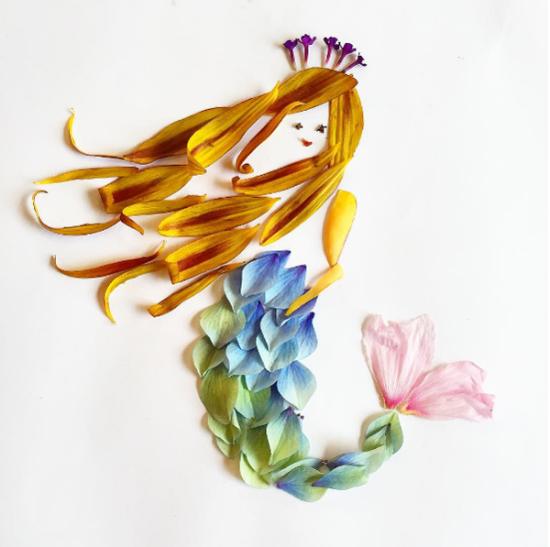 她被植物周围一些蹦蹦跳跳的小鸟所吸引,花瓣拼出的羽毛看起来更有