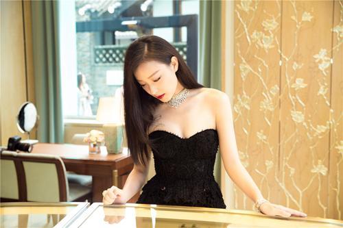 倪妮优雅亮相引轰动?成某珠宝中国首位品牌大使