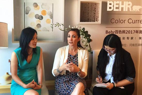 大河网讯 9月2日15点,BEHR百色熊涂料在郑州美盛喜来登大酒店正式向美国、加拿大、墨西哥、智利和中国的家装杂志以及顶级设计师和建筑师发布2017年色彩趋势。在这次发布会上,BEHR百色熊涂料除了发布其2017色彩趋势外,同时也为参与发布会的设计师提供一个激发灵感的学习交流型国际色彩培训课程。
