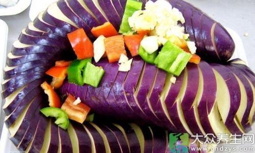 眼下已经是秋天,成熟的蔬菜有很多,相对来说,食用蔬菜能够更好的保健身体,但要是不遵循一些原则,往往会伤害身体,下面就来说说,在秋天这种菜食用错误容易中毒。