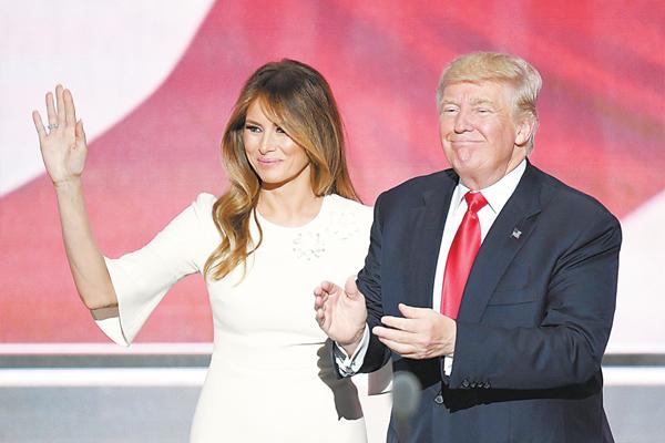 美国共和党总统提名人特朗普和老婆梅拉妮亚。