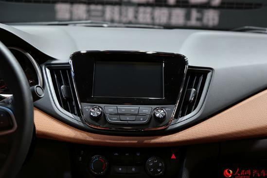 人民网成都9月3日电(李卓)在今天开幕的2016成都国际车展上,上汽通用雪佛兰科沃兹上市,售价为7.99-10.99万。