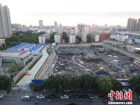 该处项目工程目前仅是一巨大的基坑 董飞 摄