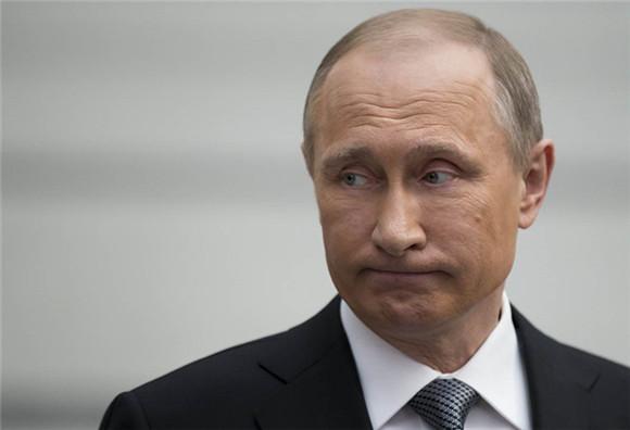 """俄罗斯总统普京周五表示,将推动与OPEC达成冻产协议,并允许伊朗豁免;冻产协议对全球油市来说是个正确的决定。此前,伊朗一直是产油国达成冻产协议的""""拦路虎""""之一,因该国在解除制裁后一直致力于恢复产能和市场份额,不过俄罗斯的""""松口""""提升了达成冻产协议的可能性。此外,利比亚方面石油公司有罢工风险,原油生产可能会出现影响,也给油价提供些许支撑。"""