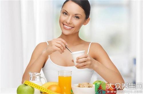 """1.鸡蛋中含有的胆固醇是人体制造雌激素的原料,女性最好每天吃一个。鸡蛋自身的营养也非常丰富,被称为""""完全营养食品""""。"""