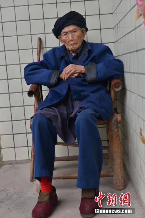 9月3日上午8时许,世界最长寿女性——成都市天府新区太平街道前进村9组的119岁付素清老人在家中辞世。2016年8月21日(中国农历七月十九),付素清刚过了119岁生日。(资料图)张浪摄