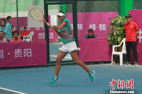图为乌兹别克斯坦选手莎莉波娃在比赛中。 张伟 摄