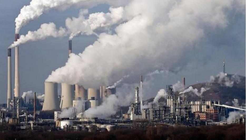 """这次G20峰会另外的一大特色是,中国首次把绿色金融议题引入议程,创建了绿色金融研究小组。另外,中国国家主席习近平和美国总统奥巴马昨天在杭州先后向联合国秘书长潘基文交存中国和美国气侯变化《巴黎协定》批准文书。杭州G20峰会还没开幕,就收到了这样一份""""大礼""""。"""