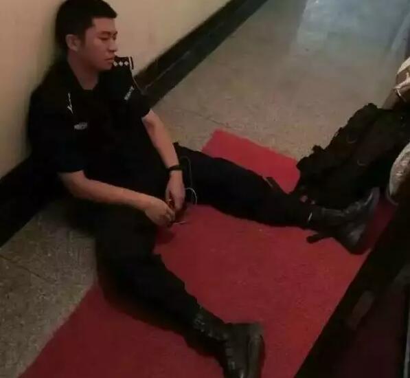 为效劳杭州G20峰会,武汉市公安局部分民警遏制休假,全警发动。力保武汉社会治安大局不变,以接应杭州G20峰会。