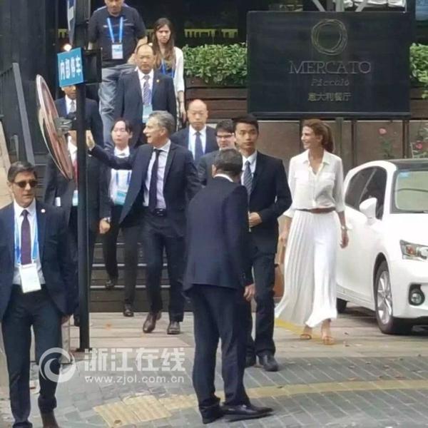 阿根廷总统马克里夫妇在杭州下馆子。(图片由网友提供)