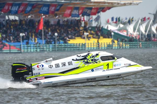 中国天荣F1摩托艇深圳队1号赛艇完美超越
